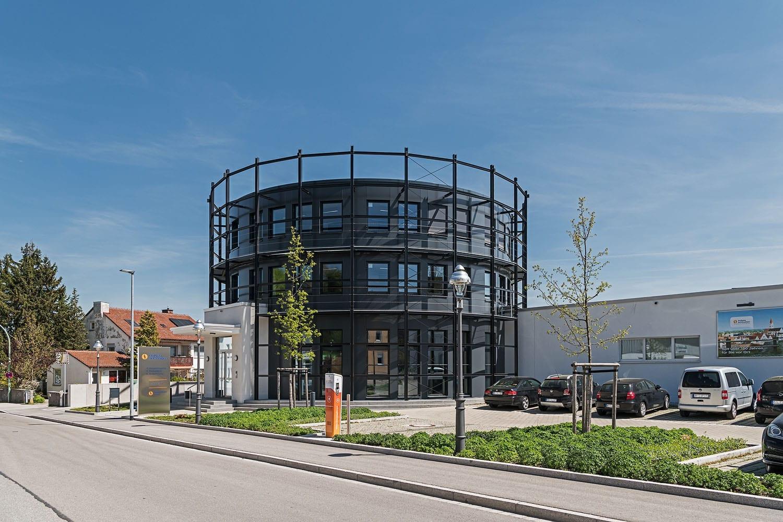 Erdgas Schwaben, runder Turm aus Glas und Aluminium