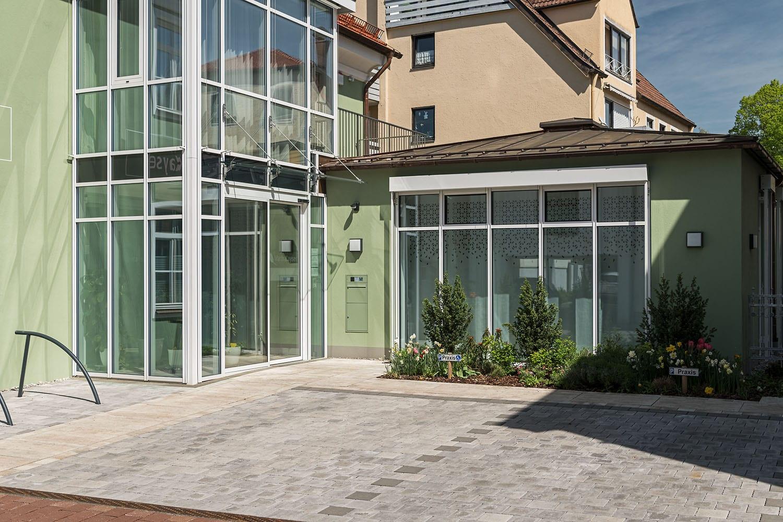 Praxisgebäude Kayser in Schongau, lichtdurchfluteter Windfang