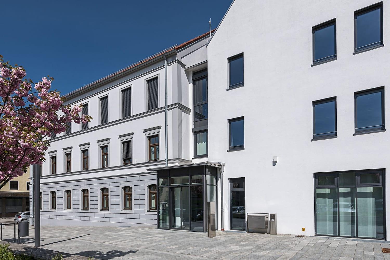 Rathaus Thannhausen, neugestaltetes Gebäude samt Brandschutzelementen
