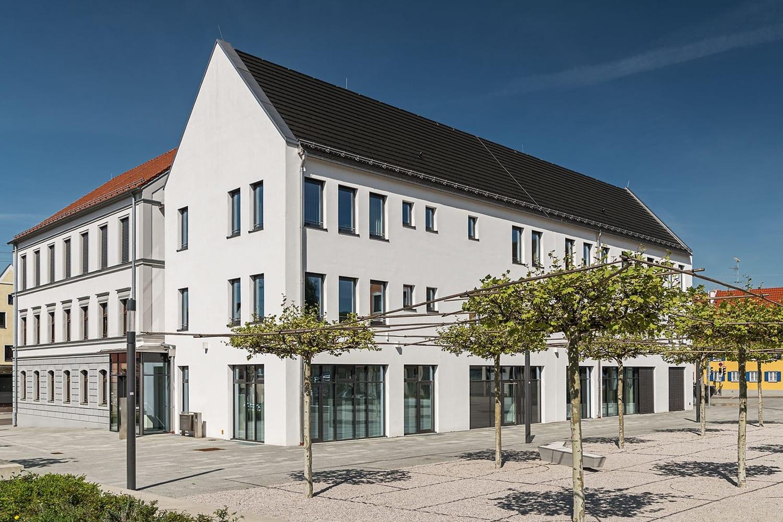 Rathaus Thannhausen, neuverglastes Gebäude, Außenansicht