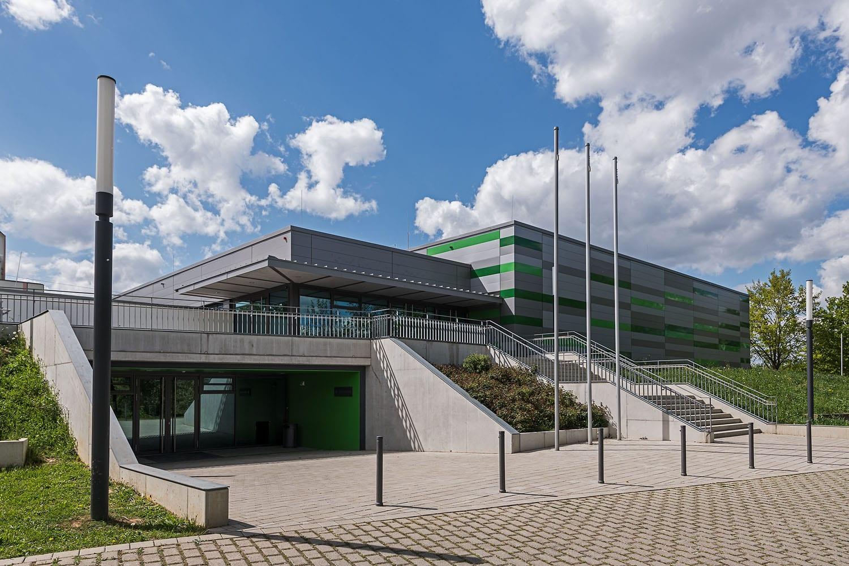 Sporthalle Aldingen mit neuer Fassade