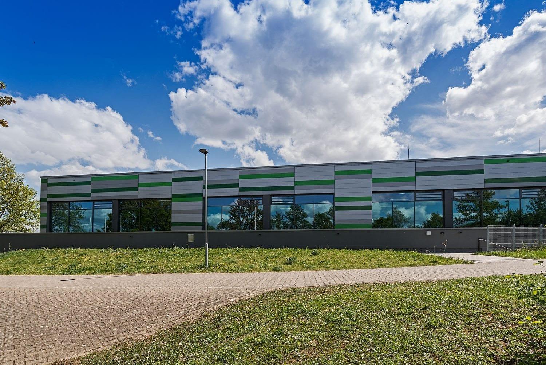 Sporthalle Aldingen, neue Fassade