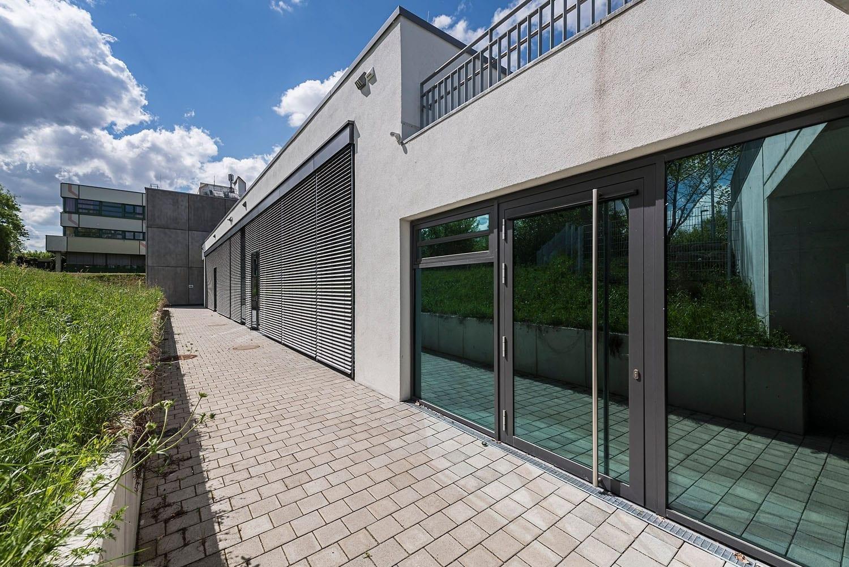 Sporthalle Aldingen modernisierte Fassade mit Brandschutztüren