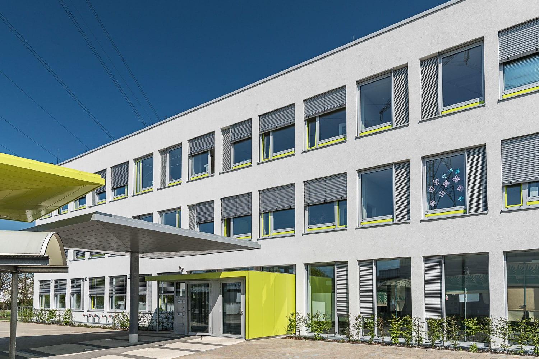 Eichenwaldschule in Neusäß, Haupteingang neu verglast